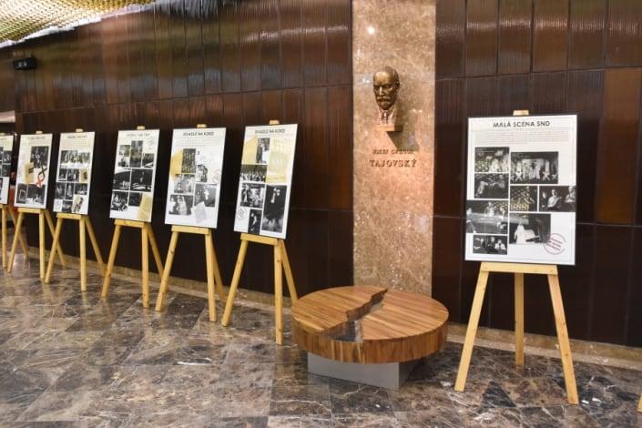 """vernisáž výstavy Divadelného ústavu Bratislava """"Divadlo s ľudskou tvárou"""". Je venovaná 50. výročiu Pražskej jari a dokumentuje tvorbu divadiel počas politického uvoľnenia v šesťdesiatych rokoch."""