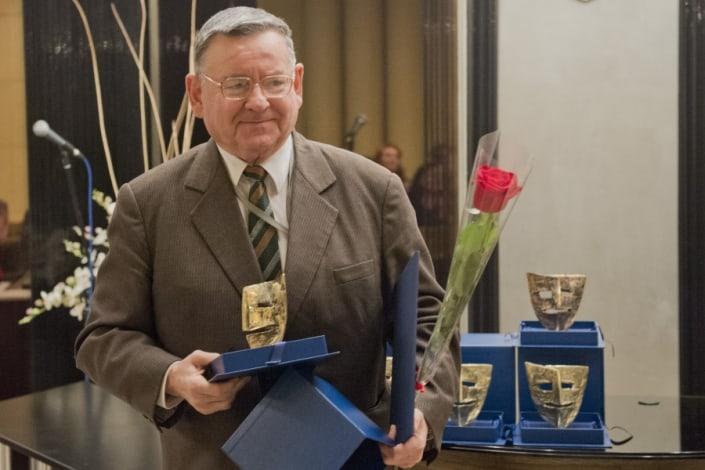 Emil Kosír pri preberaní Ceny LF za celoživotné dielo 2014